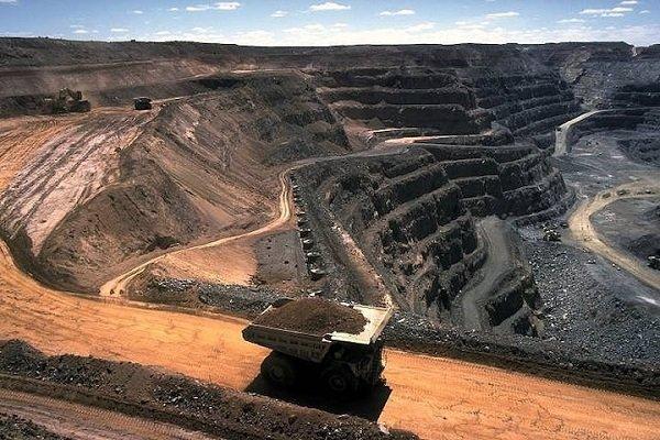 معدن و صنایع معدنی اشتغال و رونق را به کشور باز می گرداند
