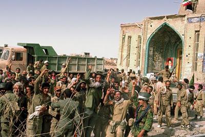 تصاویر کمتر دیده شده از شهید کاظمی و صیاد شیرازی در بحبوحه عملیات بیتالمقدس +فیلم