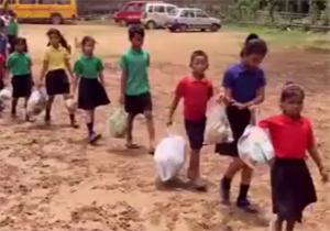زبالههای پلاستیکی، شهریه مدرسه! + فیلم