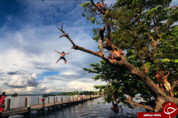 عکس روز نشنال جئوگرافیک از آببازی دانشآموزان میانمار در تابستان