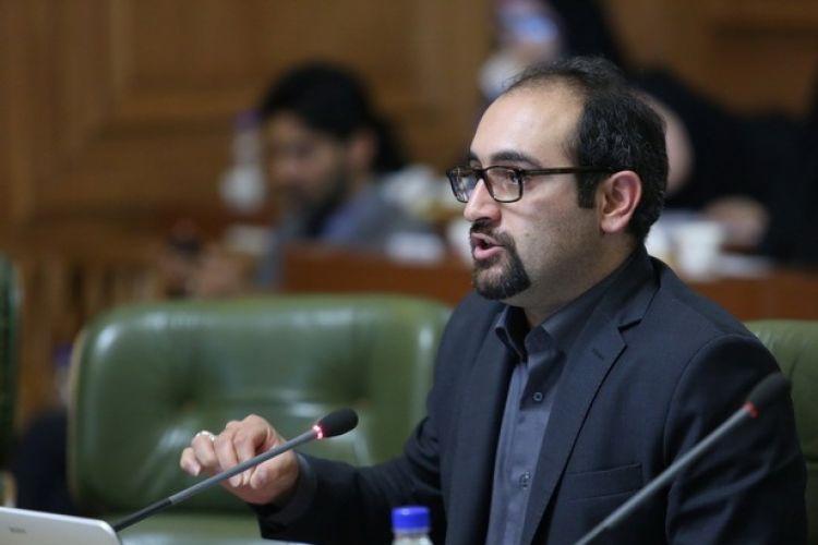 خبرنگار: کاظمی/تهدید عضو شورای شهر به افشای اسامی مدیران دو شغله شهرداری تهران / کارت زرد به شیخ!