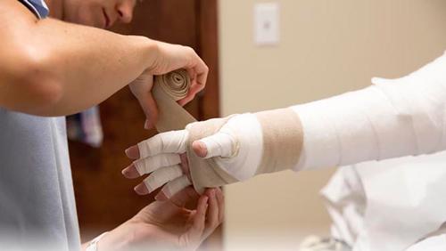 عارضهای دردناک که بعد از این بیماری وحشتناک به جانتان میافتد +روشهای پیشگیری و درمان لنف اِدِم