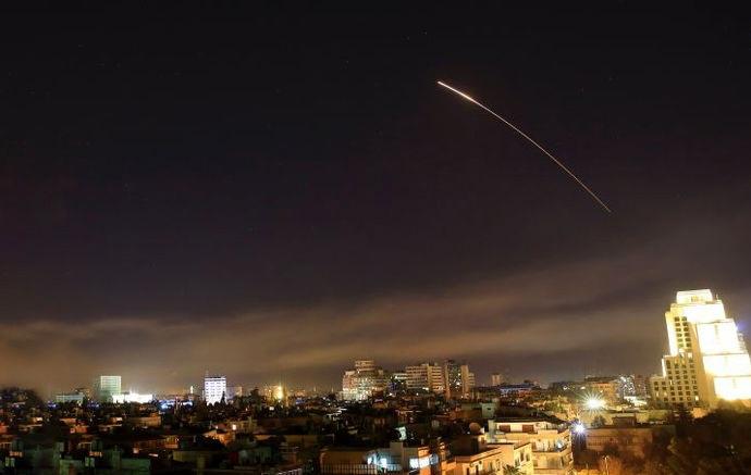 مقابله پدافند موشکی سوریه با حمله هوایی رژیم صهیونیستی