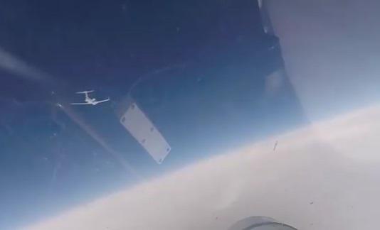 فیلم رهگیری 2 هواپیمای جاسوسی آمریکایی و سوئدی توسط جنگنده روس