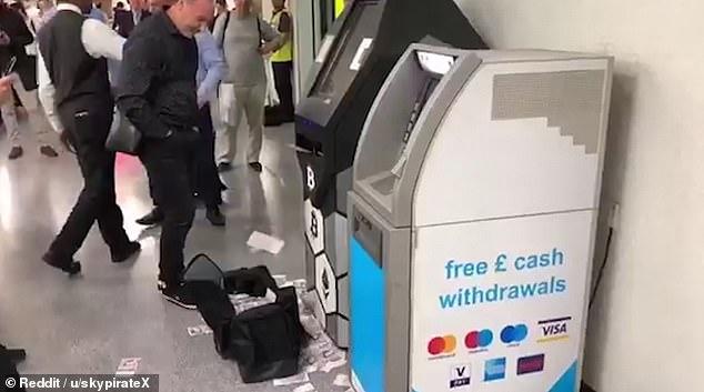 قاطی کردن دستگاه خودپرداز بانک در ایستگاه مترو + فیلم///