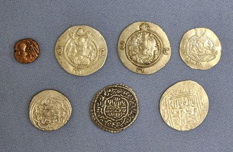 ۳۶ قطعه سکه تاریخی قاچاق در مرز مهران کشف شد