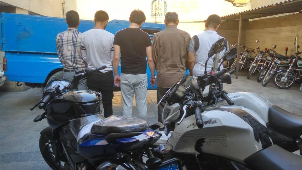 دستگیری سارقان سریالی انبارهای پایتخت + عکس