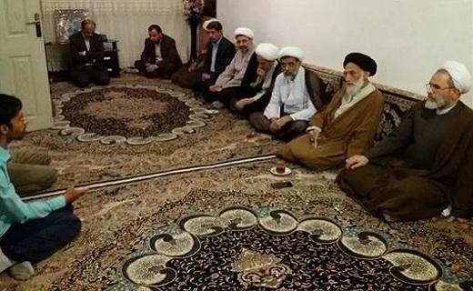 ادای احترام مدیر حوزه های علمیه کشور به طلبه شهید همدانی