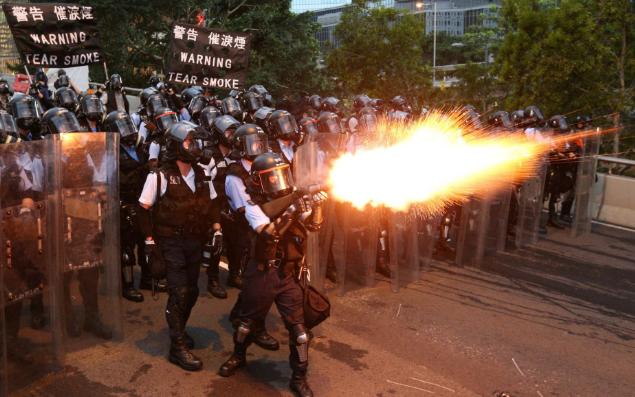 تصاویر روز: از فرار یک فیل وحشی از جنگلی درهند تا درگیری پلیس هنگ کنگ با تظاهرکنندگان در هنگ کنگ