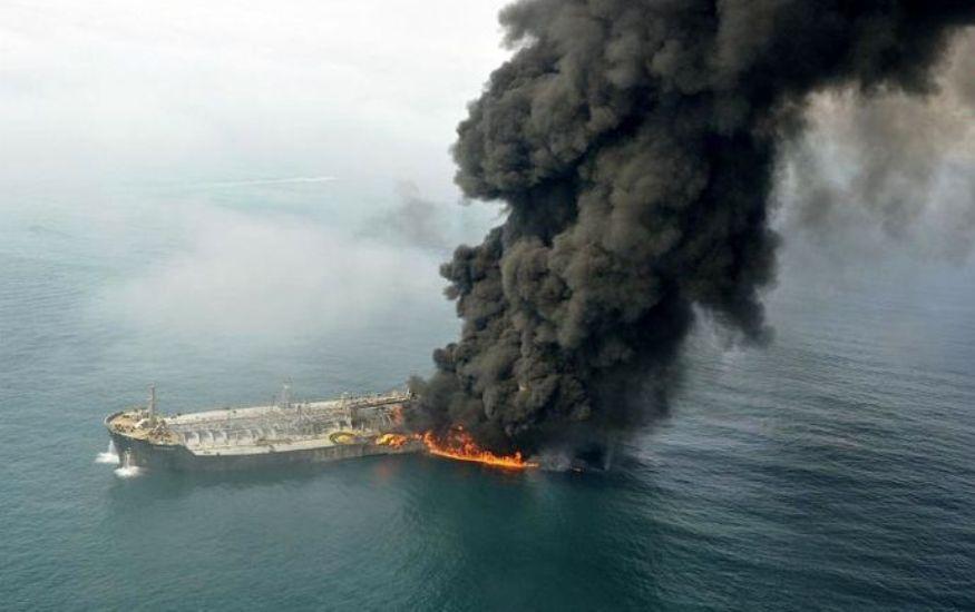 حادثه آتش سوزی دو فروند نفتکش خارجی عبوری در دریای عمان/ ۴۴ نفر دریانورد خارجی با هماهنگی MRCC هرمزگان نجات یافتند