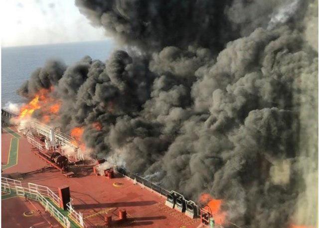 نخستین فیلم از نفتکش های آتش گرفته در دریای عمان