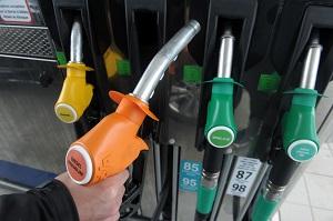 ممنوعیت فروش خودروهای بنزینی و دیزلی تا سال ۲۰۴۰