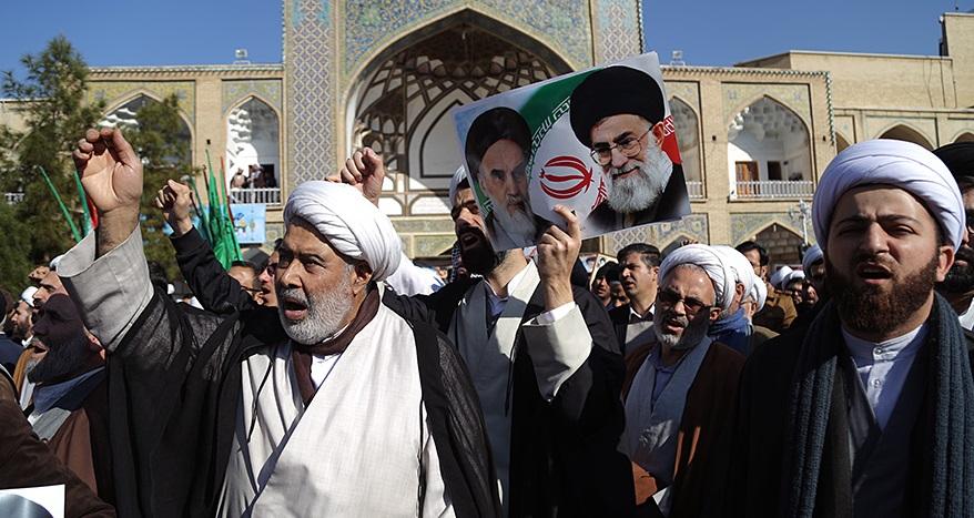 طلاب حوزههای علمیه سراسر کشور برگزاری جشن تولد ملکه انگلیس در تهران را محکوم کردند