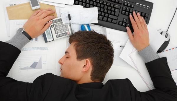 همیشه خستهها بخوانند؛ علل احساس خستگی دائم در بدن