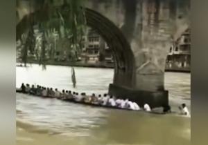 رودخانهای که در کمتر از ۵ ثانیه، قایق و سرنشینانش را بلعید! + فیلم