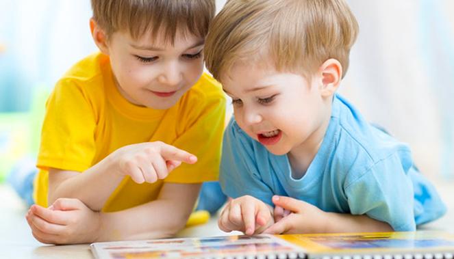چه عواملی بر کتابخوان شدن کودکان تأثیر میگذارد؟