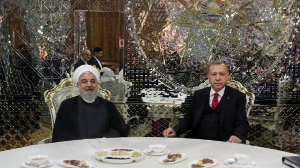 روحانی در دیدار رئیسجمهور ترکیه: تهران علاقهمند به توسعه روابط با ترکیه در همه عرصهها بویژه در حوزه اقتصادی است/ مخالفت با تحریم و زورگویی در منطقه