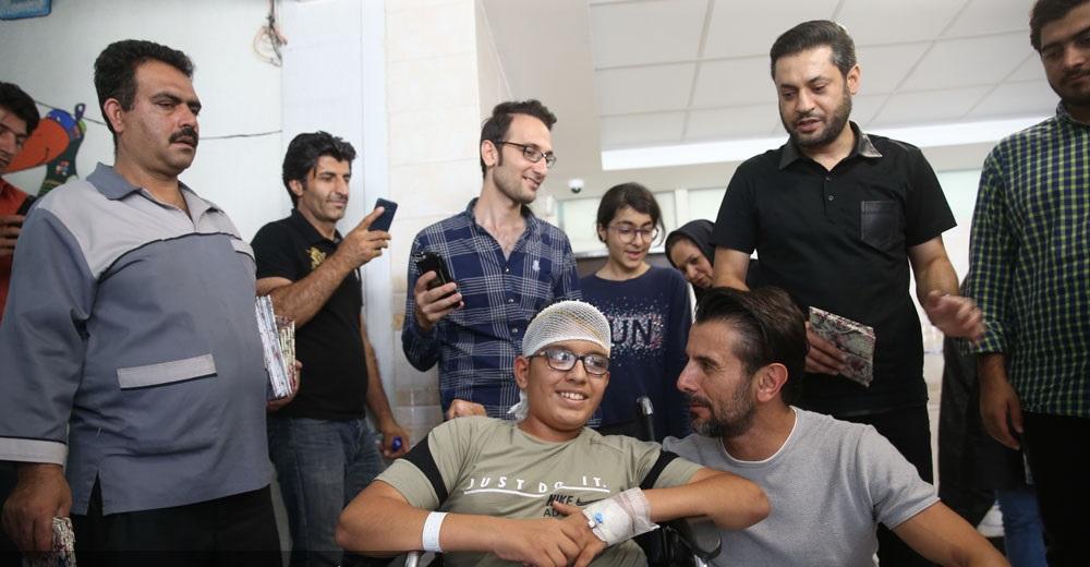 عیادت داوران مسابقه «عصر جدید» از کودکان بیمارستان مفید+تصاویر