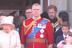 تذکر شاهزاده انگلیسی به همسرش در یک مراسم رسمی! +فیلم