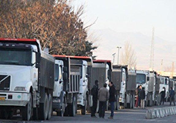 باشگاه خبرنگاران -چالش روغن رانندگان کامیون به زودی برطرف میشود/ تخصیص لاستیکهای تشویقی به رانندگان کامیون بندر امام خمینی(ره)