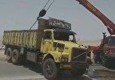 باشگاه خبرنگاران -ترکیدگی لاستیک و واژگونی کامیون در «میبد» + فیلم
