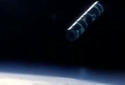 نزدیک شدن شیء پرنده مشکوک به ایستگاه فضایی! +فیلم