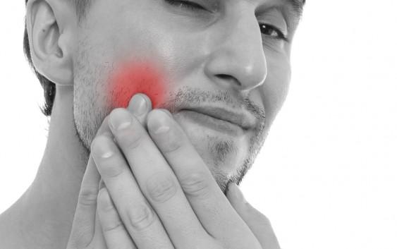 بهترین درمانهای خانگی برای درمان دندان درد +فرمول سه مسکن طبیعی