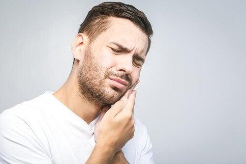 بهترین درمانهای طبیعی برای درمان دندان درد +دستورالعمل