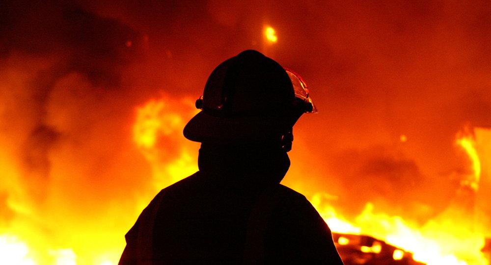 مهار آتش سوزی در رشت موجب مصدومیت پنج آتش نشان شد
