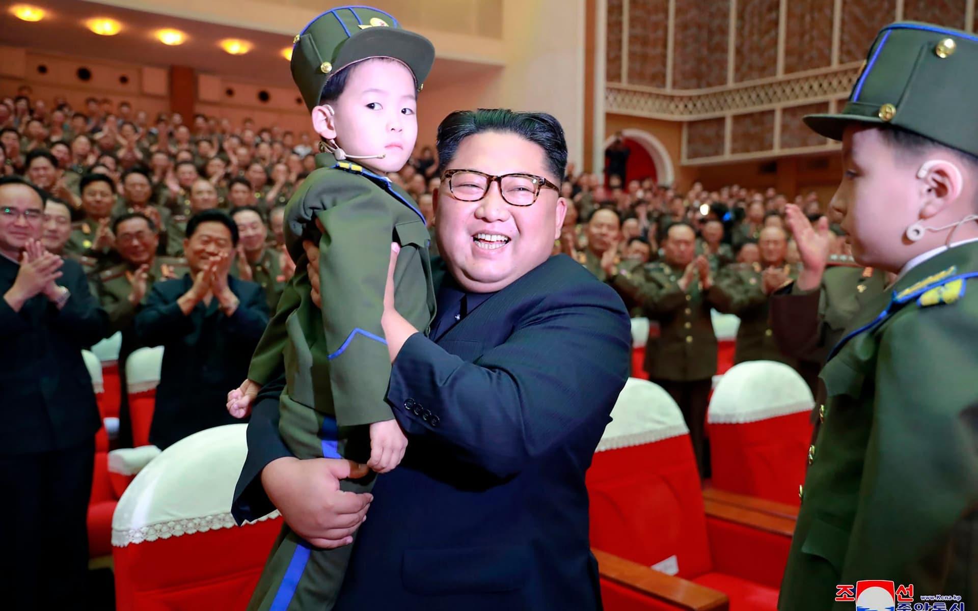 از رانندگی تا حمل کُلت کمری در ۱۱ سالگی/ ادعاهای خبرنگار واشنگتنپست درباره رهبر کرهشمالی در کتاب جدیدش+تصاویر