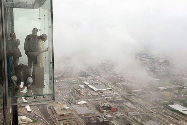 حادثه وحشتناک برای گردشگران در طبقه ۱۰۳ آسمانخراش! + فیلم///