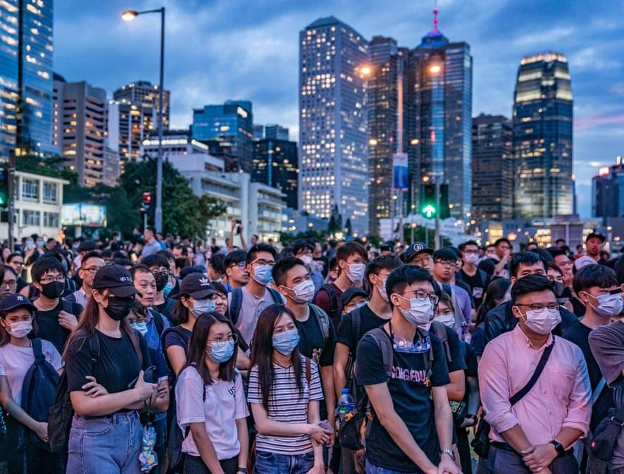 تصاویر روز: از برگزاری تظاهرات در هنگ کنگ تا برهم خوردن موهای نخست وزیر هند در پی وزش باد