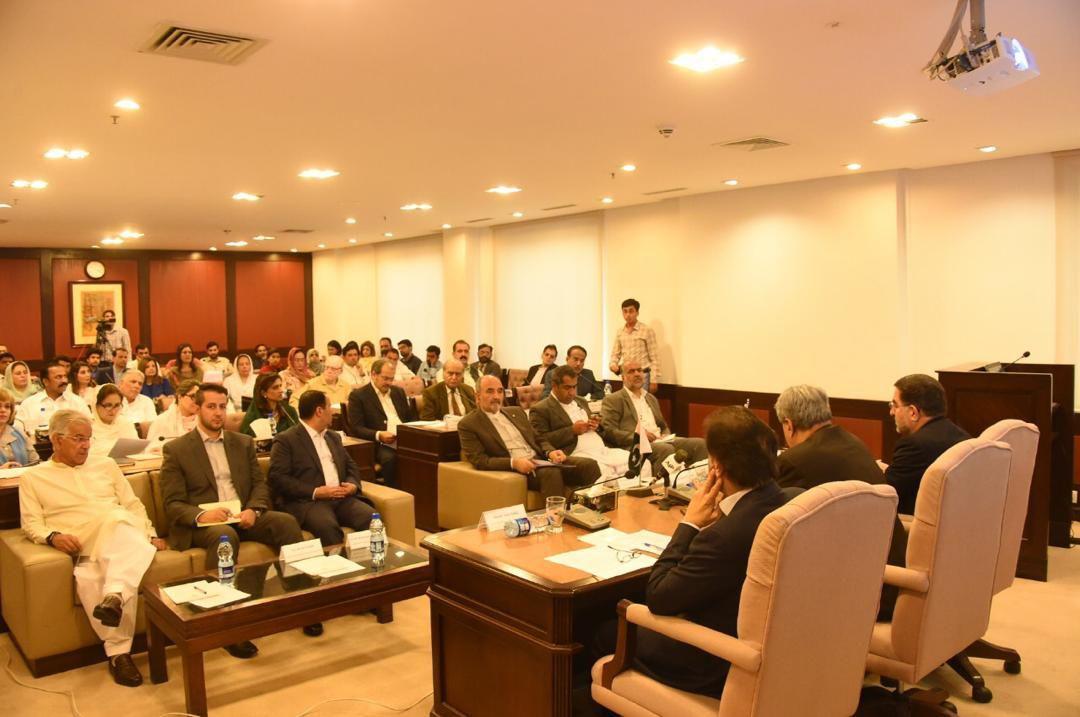 رئيس گروه دوستي پارلماني ايران با رئیس مجلس سنای پاکستان ديدار كرد