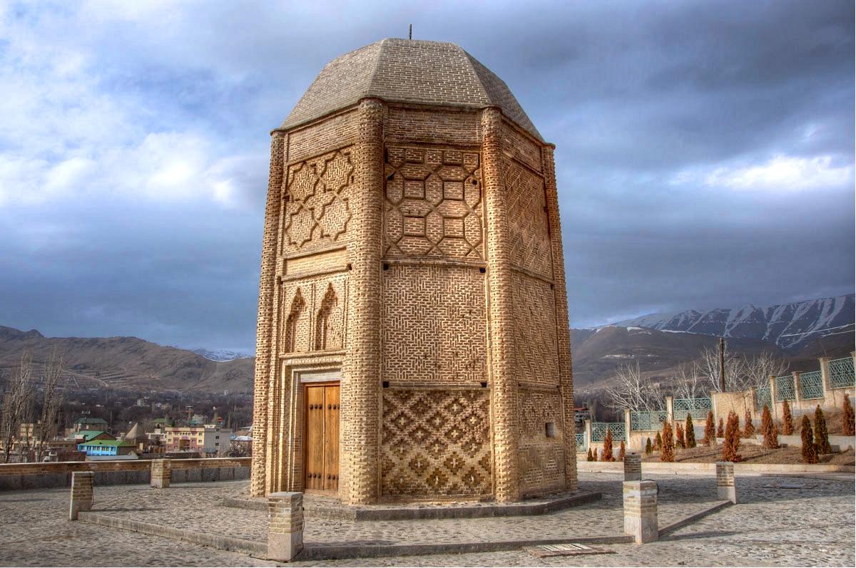 ثبت برج شبلی دماوند از سده ۵ هجری قمری به شماره ۹۲۰ در فهرست آثار ملی ایران//////خانم مومنی