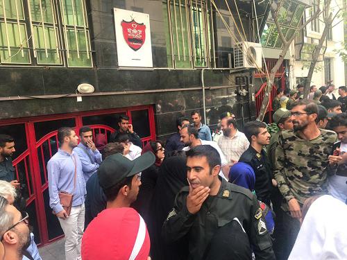 باقری و حسینی تشویق شدند/ مدیرعامل پاسخ هواداران پرسپولیس را داد