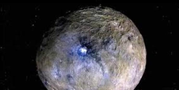 سیارکی با آتشفشان یخی+ تصاویر