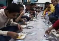 پهن کردن سفره افطاری برای ۵ هزار نفر + فیلم