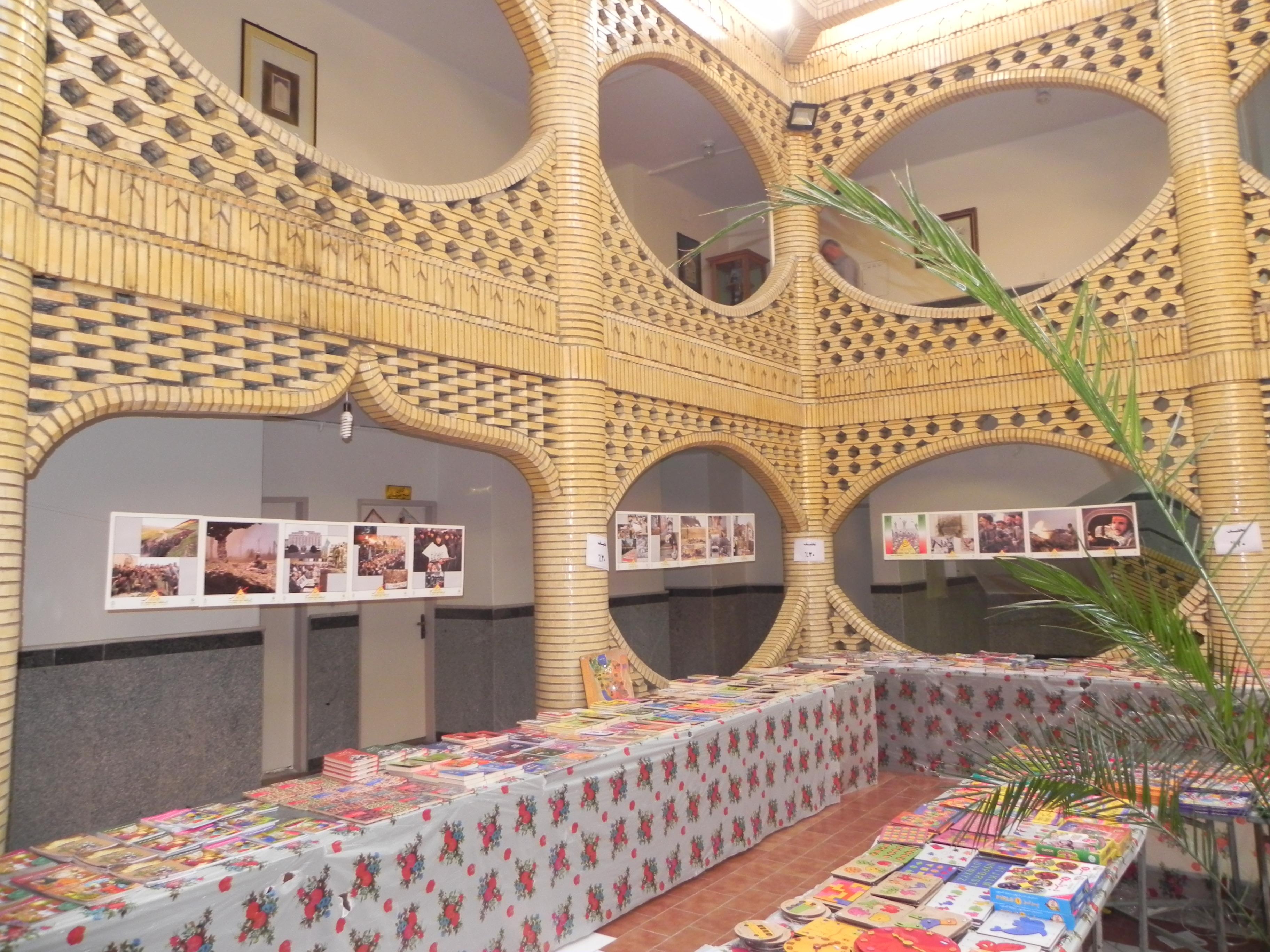 نمایشگاه عکس حماسه و پایداری در ساوه