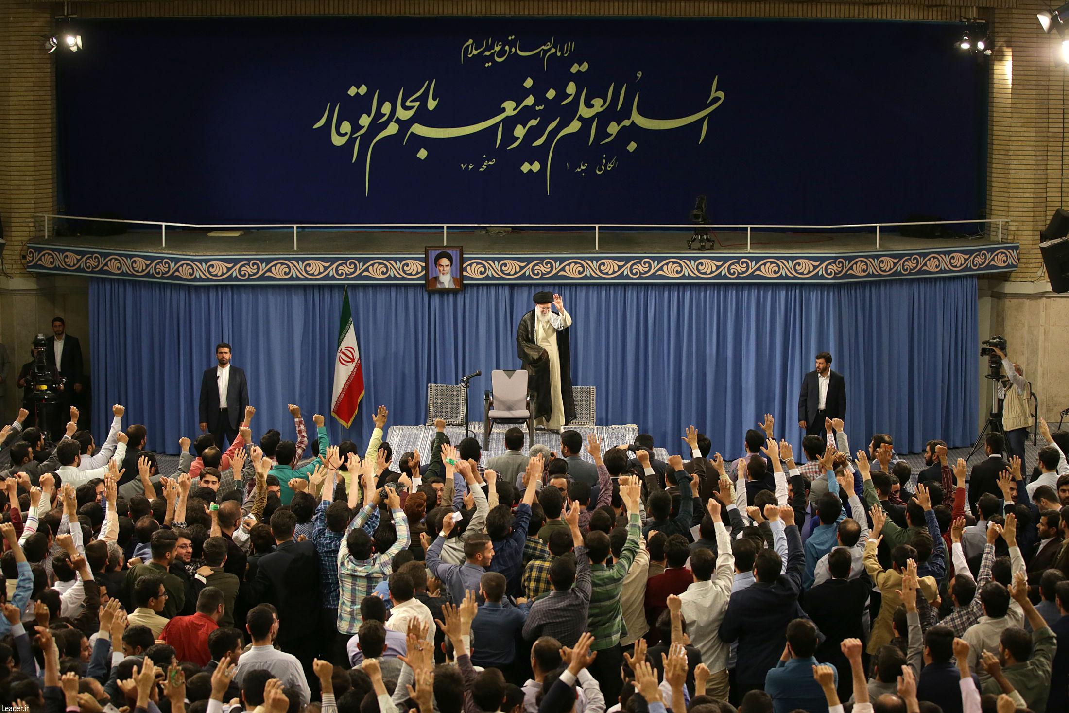 دستنوشته جالب دانشجویان خوزستانی در دیدار با رهبر انقلاب