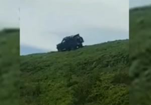 سقوط خودروی شاسی بلند از ارتفاعات جنگل/ پرتاب شدن سرنشینان به بدترین شکل ممکن + فیلم
