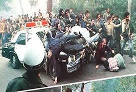 دو تصویر از دو برههی تاریخ ایران ؛مقایسهی برخورد پلیس با مردم در دوران پهلوی و پس از انقلاب +فیلم