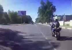 تصادف شدید پلیس موتورسوار حین تعقیب یک سارق + فیلم