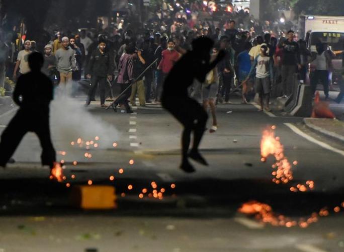 تصاویر هفته: از اشک نخست وزیر انگلیس پس از استعفا تا افطار فلسطینیان کنار خرابههای نوار غزه