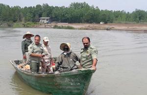 جمع آوری ادوات غیر مجاز صیادی از رودخانه کیارود رودسر