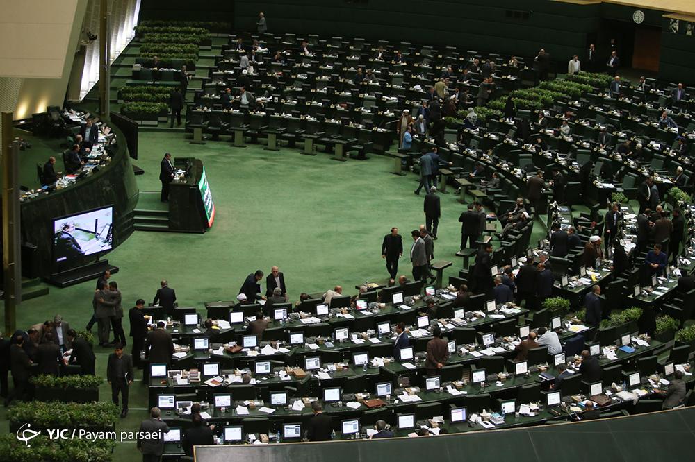 قرائت گزارش کمیسیون امور داخلی کشور درباره افزایش تعداد نمایندگان مجلس از ۲۹۰ نماینده به ۳۳۰ نماینده
