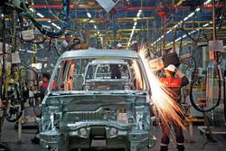 مشاور وزیر صمت: کاهش شدید قیمت خودرو با بومی سازی قطعات / منصوری: ۷۰ هزار خودرو منتظر ۳ قطعه هستند