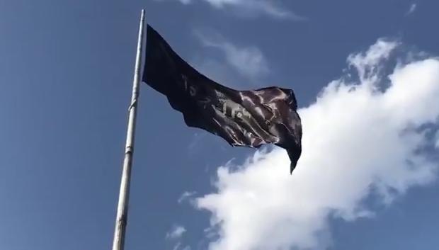 نصب وارونهی پرچم «یا فاطمة الزهرا» توسط شهرداری تهران +فیلم