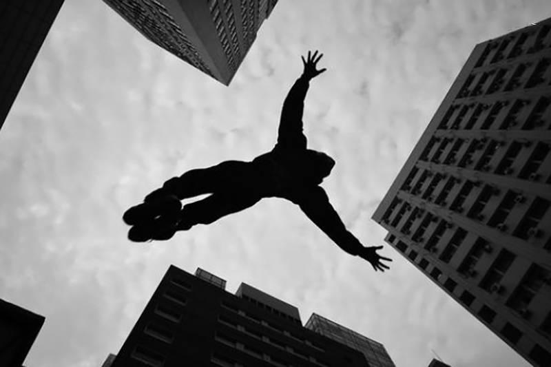 سقوط آزاد از ۹ طبقه / چالش اینستاگرامی یا بازی با مرگ ؟