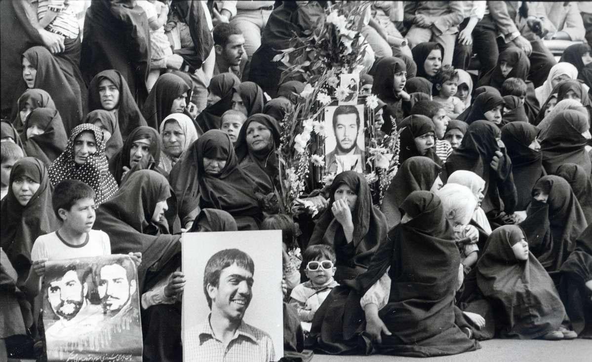 وقتی «دختران انقلاب» فراموش میشوند؛ «دخترکان ضدانقلاب» جای آنها را میگیرند!
