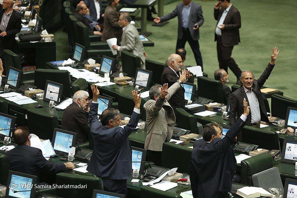 روز شلوغ بهارستان؛ از خداحافظی با مطهری تا لبخندهای پیاپی لاریجانی پس از رای اعتماد نمایندگان